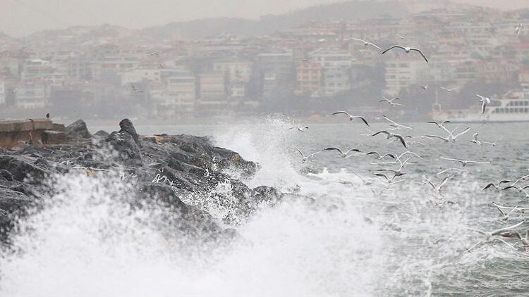 İstanbul'da fırtınanın hızı 106 km'ye ulaştı