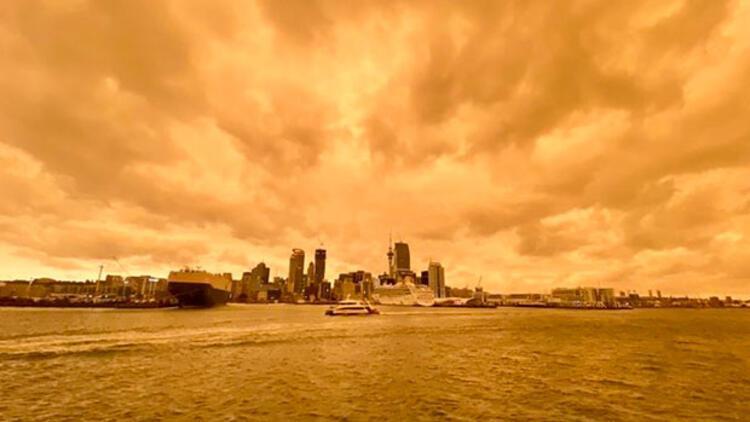 Yeni Zelanda'da gökyüzü turuncuya döndü! İşte nedeni...