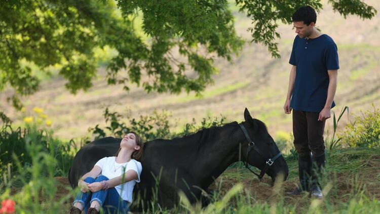 Halis Karataş ve eşi Begüm Atman kimdir, kaç yaşında öldü? Bold Pilot (Bizim İçin Şampiyon) filmi konusu