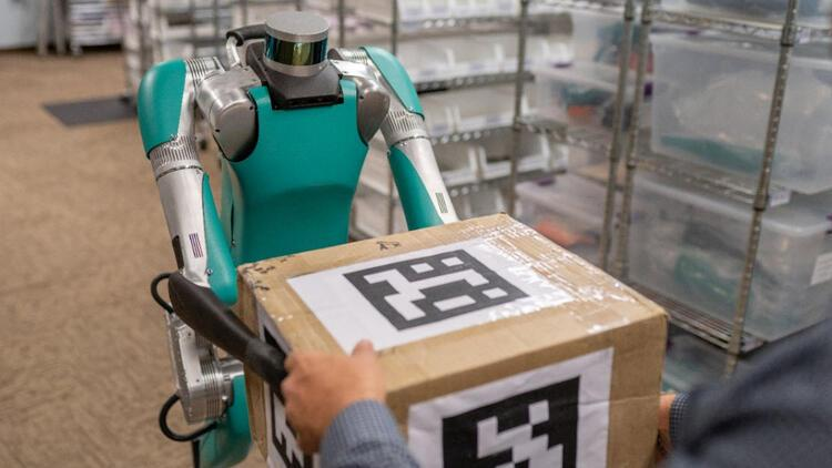 İnsan gibi hareket eden ilk teslimat robotu Digit göreve hazır