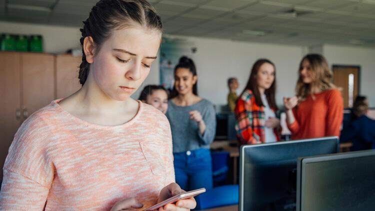 Her 4 gençten biri siber zorbalığa maruz kalıyor