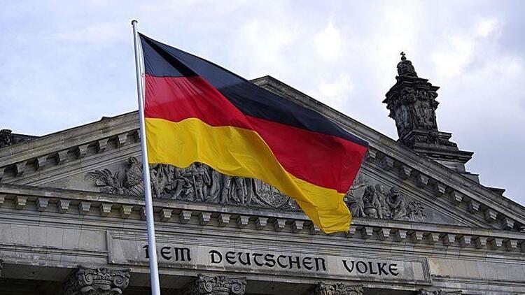 Almanyada fabrika siparişleri düştü