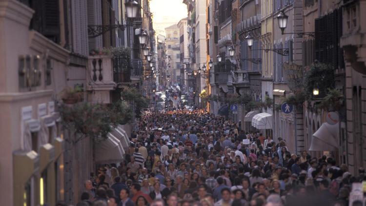 Rüyada kalabalık görmek ne anlama gelir? Rüyada kalabalık insanlar görmenin tabiri