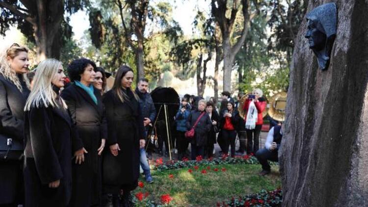 Zübeyde Hanım, Karşıyaka'daki kabri başında anıldı