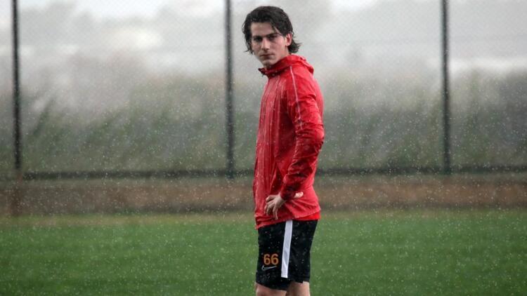 Son dakika transfer haberleri | Kayserispor, altyapısından Ömer Memiş'le profesyonel sözleşme imzaladı