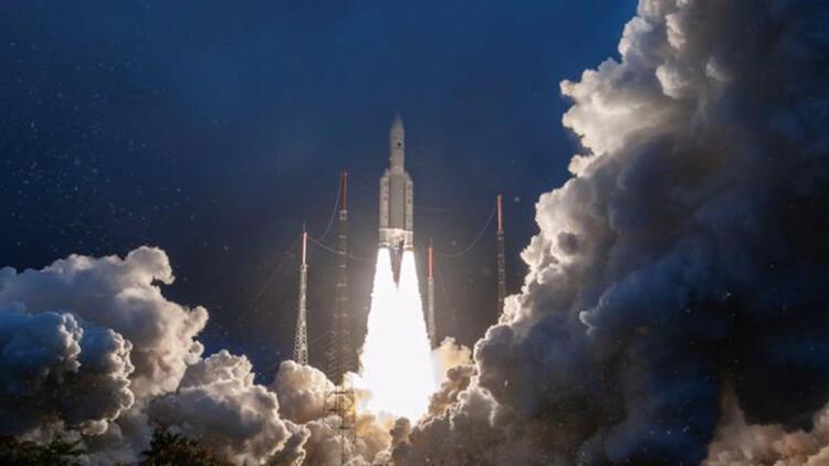 Hindistan'ın iletişim uydusu başarıyla yörüngeye yerleşti