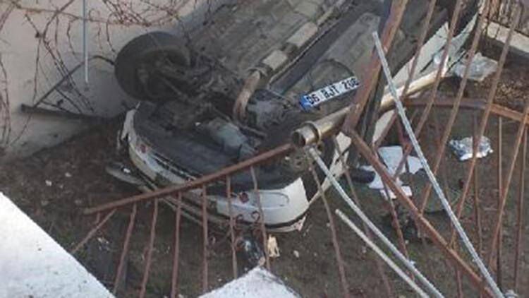 Otomobil apartman bahçesine düştü; anne ve oğlu yaralandı