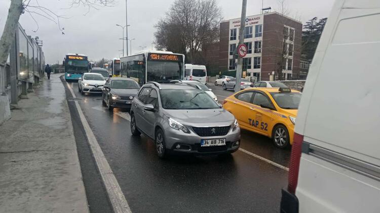 Üskdar'da kaza... Trafikte yoğunluk oluştu