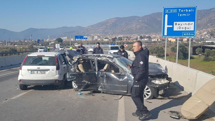 Tire'de otomobiller çarpıştı: 8 yaralı