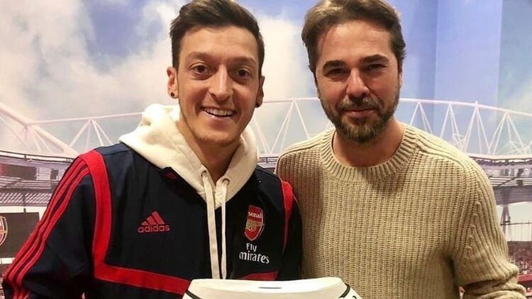 Mesut Özil'e Londra'da özel konuk