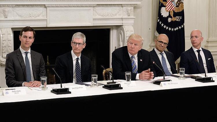 Apple CEO'su Cook: Küresel kurumsal vergi sisteminde değişimler gerekiyor