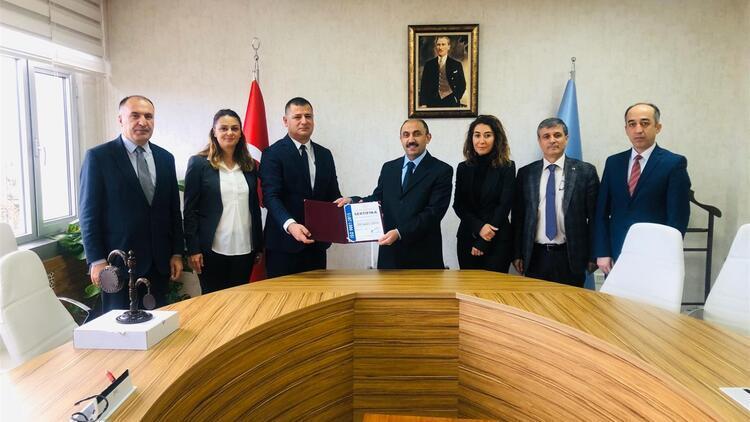 MEB ilk kalite yönetim sertifikasını Hasan Polatkan Ortaokulu'na verildi