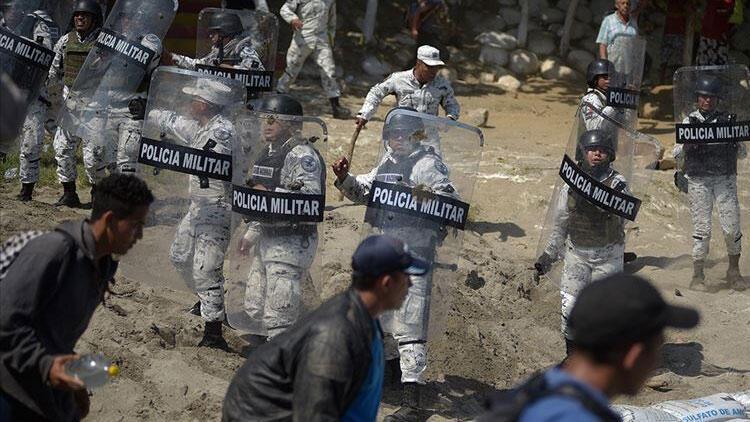 Meksika, sınırı yasa dışı geçmeye çalışan 2 bin göçmeni durdurdu