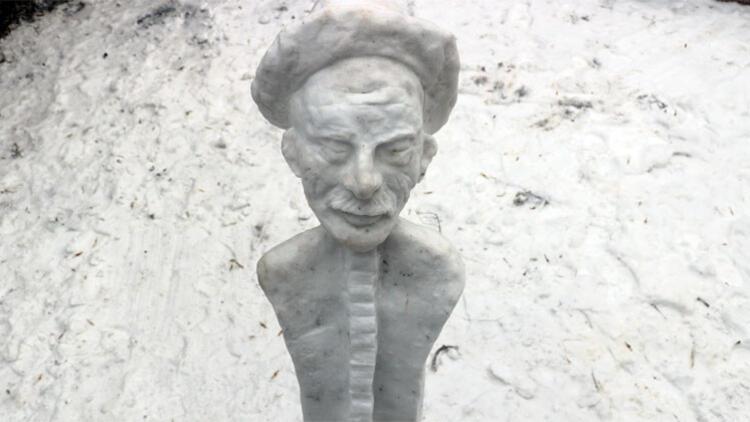 Soğuğu sanata çevirdi! Kardan Aşık Veysel heykeli yaptı