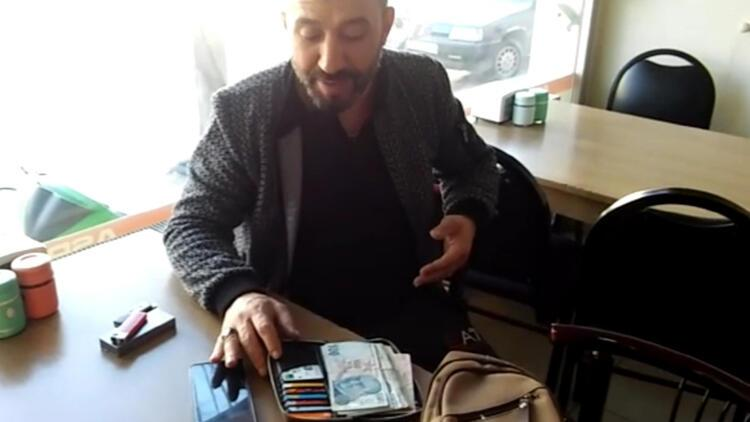 Yolda bulunan para dolu cüzdan, sahibine teslim edildi