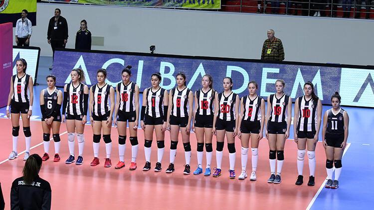 Beşiktaş'ta voleybolcular kazan kaldırdı! Fenerbahçe maçında...