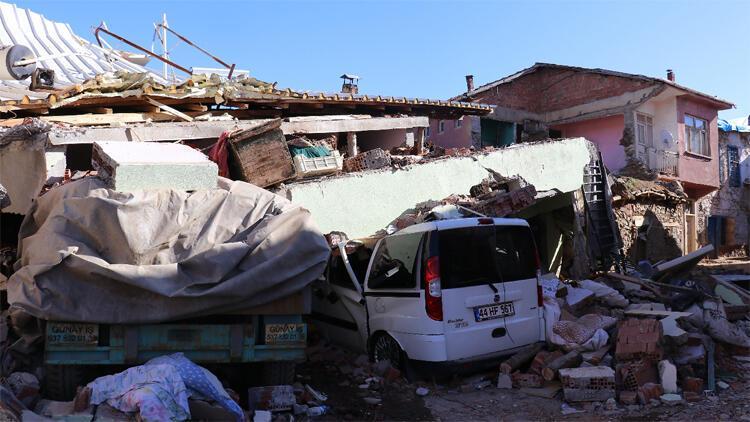 Malatya Valiliği: Depremde 56 konut yıkıldı