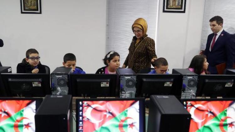 Emine Erdoğan, Cezayir'de bilgisayar sınıfının açılışını yaptı