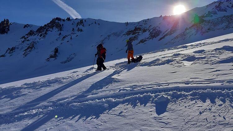 Erciyes'te mahsur kalan 2 dağcıyı jandarma kurtardı