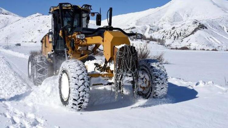 Bitlis'te kardan kapanan 257 köy yolu, ulaşıma açıldı