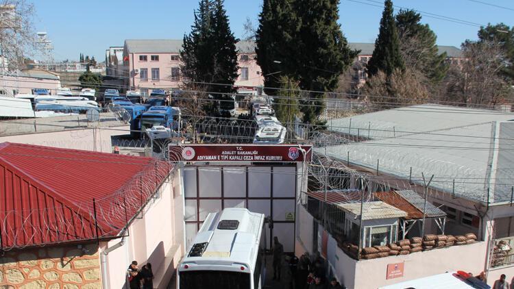 Depremde hasar gören cezaevi tahliye edildi