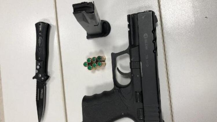 14 yaşındaki çocuğun üzerinden kurusıkı tabanca ve bıçak çıktı