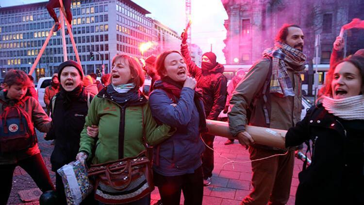 Brüksel'de Davos protestosu