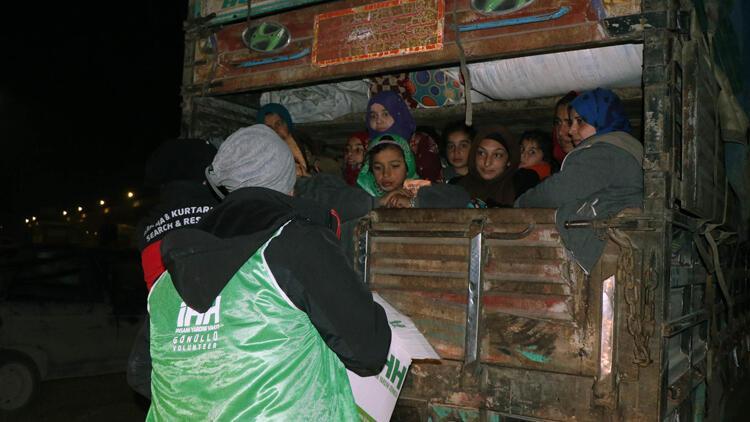 İHH'dan göç yolundaki ailelere acil yardım paketi