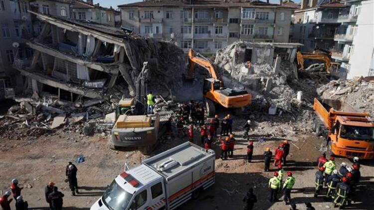 Son dakika haberler... Depremde yıkılan binalara soruşturma