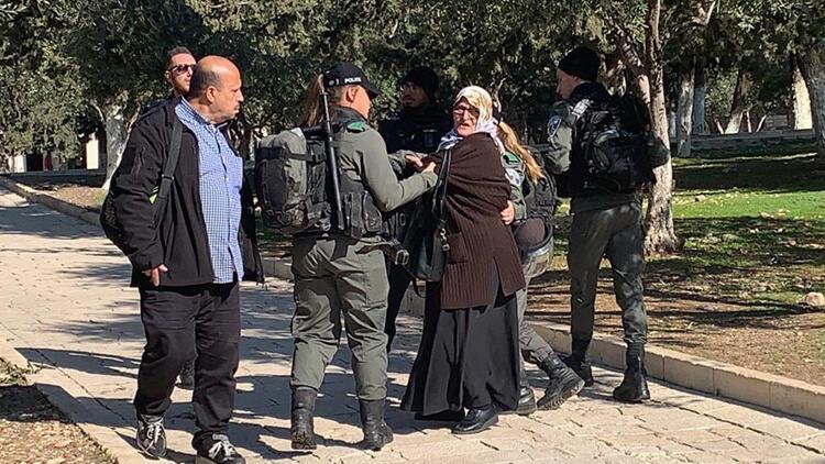 İsrail polisi, Mescid-i Aksa'da 5 Filistinli kadını gözaltına aldı