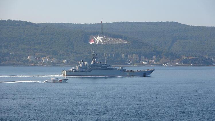 Rus savaş gemisi 'Azov', Çanakkale Boğazı'ndan geçti
