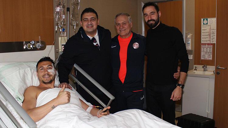 Antalyaspor'da Adis Jahovic elmacık kemiği operasyonu geçirdi