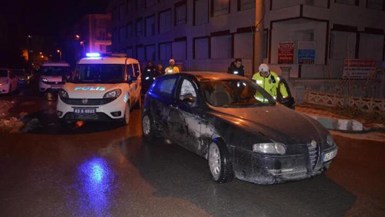 Alkollü sürücü, kaçmak istediği polis aracına çarpıp yakalandı