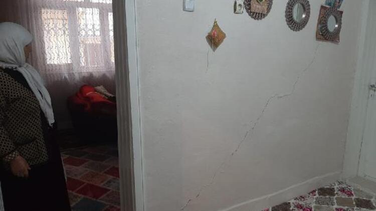 Diyarbakır'da 30 binada hasar tespit edildi, 2 katlı bina boşaltıldı