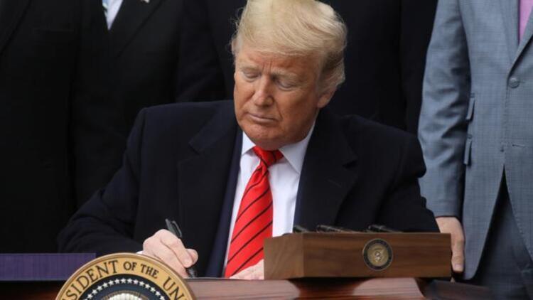 Donald Trump imzayı attı! Resmen başladı