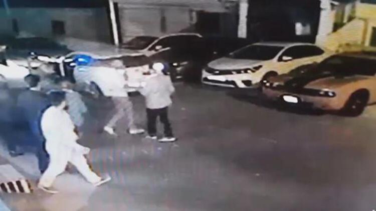 Beylikdüzü'nde gece kulübü önündeki silahlı kavga kamerada