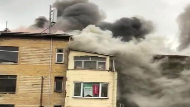 Eminönü'nde korkutan yangın!