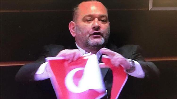 Son dakika haberler... Bakan Çavuşoğlu'ndan Türk Bayrağı'nı yırtan ırkçı vekile sert tepki