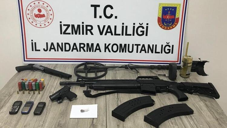 Kemalpaşa'da 2'si cezaevi firarisi aranan 3 kişi, yakalandı