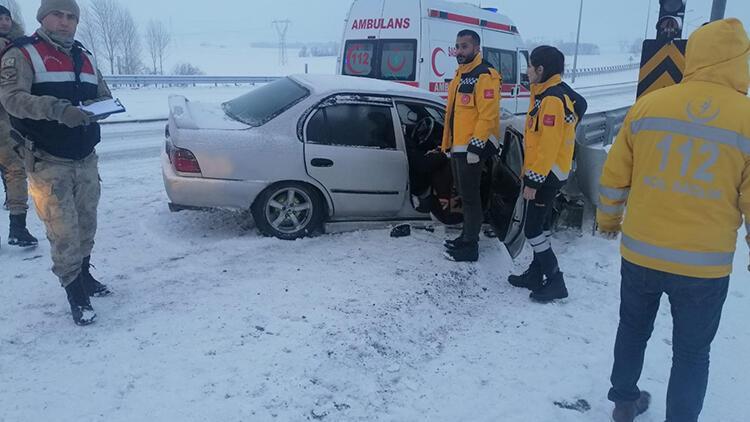 Muradiye'de trafik kazası; 4 yaralı