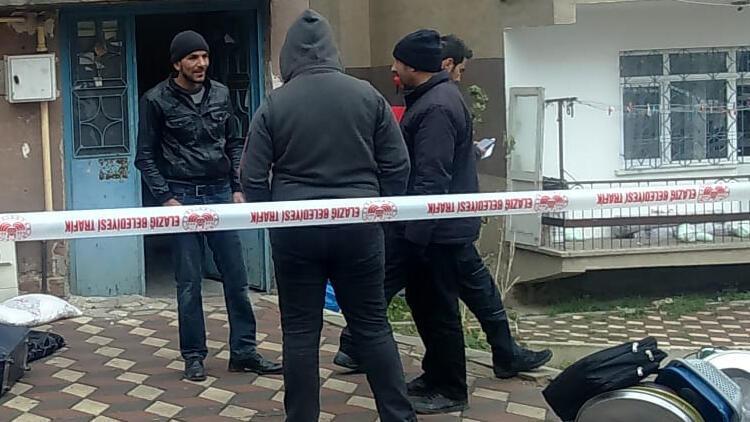Elazığ'da zabıta ekipleri, hasarlı binaları mühürlüyor