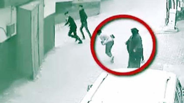 Kapkaç şüphelileri, kameradan yakalandı