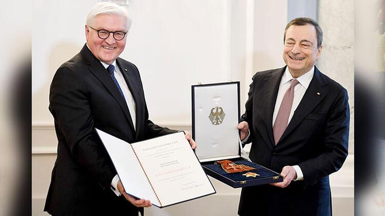 Mario Draghi'ye Alman Devlet Nişanı