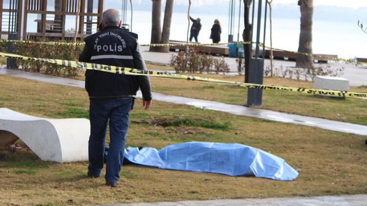 Konyaaltı Sahili'nde şüpheli ölüm