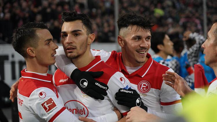 """Milli futbolcu Kaan Ayhan, Kicker dergisinin """"Haftanın 11'inde"""" yer aldı"""