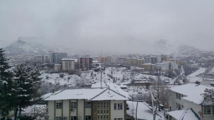 Tunceli'de 50 köy yolu kardan kapandı