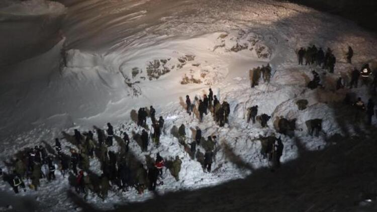 Van'da çığ altındaki 2 kişi için arama kurtarma çalışması yeniden başladı