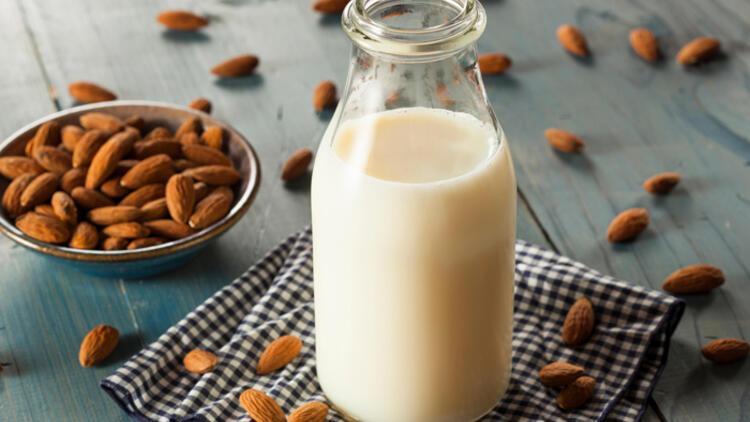 Hazırlaması kolay, faydası çok! Badem sütü bakın nelere iyi geliyor?