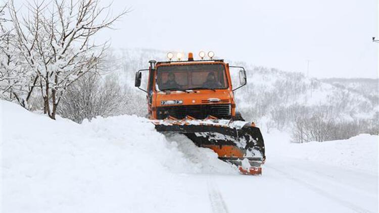 Kars ve Tunceli'de kar ile tipi ulaşımı aksatıyor