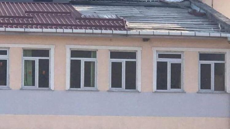Ordu'da fırtına çatıları uçurdu; ilçelerde okullar tatil edildi